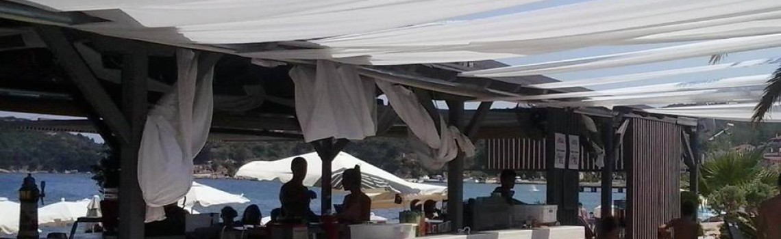 PEROQUET all day beach bar