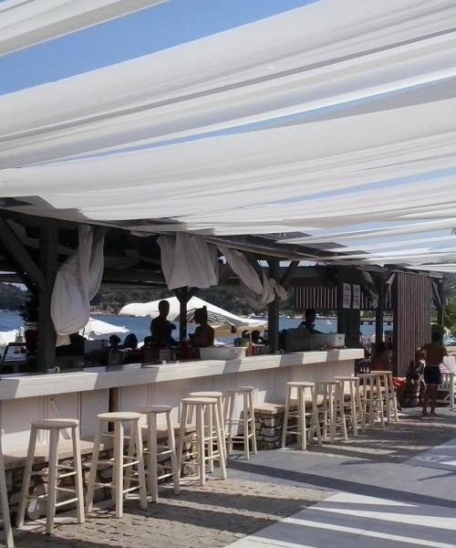 PEROQUET all day beach bar